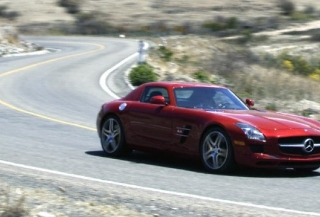 VIDEO: Mercedes SLS AMG si 300 SL refac