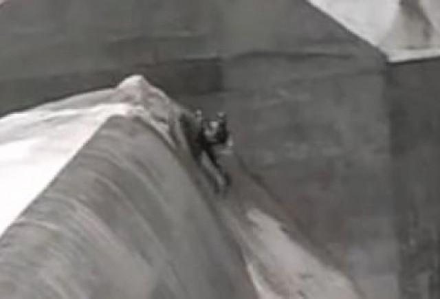 VIDEO:  Ce se poate face cu un snowmobil