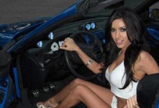 Concurs de fotografie: Femeia si masina