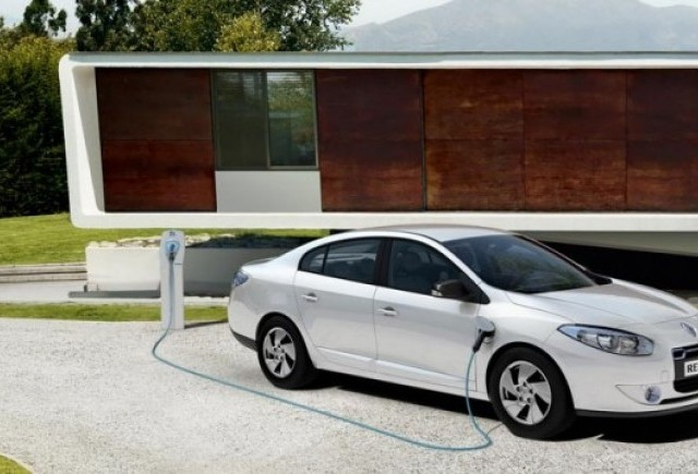 Renault a prezentat versiunea de productie a lui Fluence electric