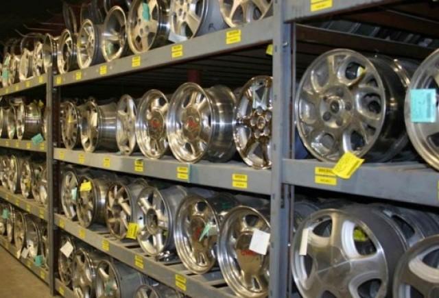 Vanzarile auto continua sa afecteze comertul din industrie