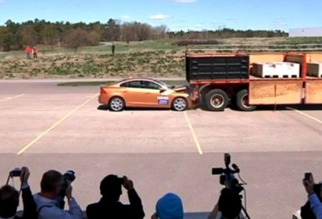VIDEO: Noul Volvo S60 a facut accident in ciuda sistemului Auto Brake