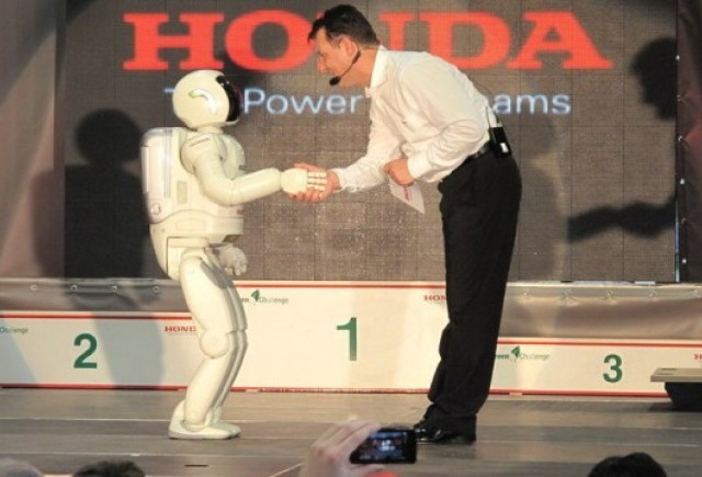VIDEO: Incredibilul robotel Asimo