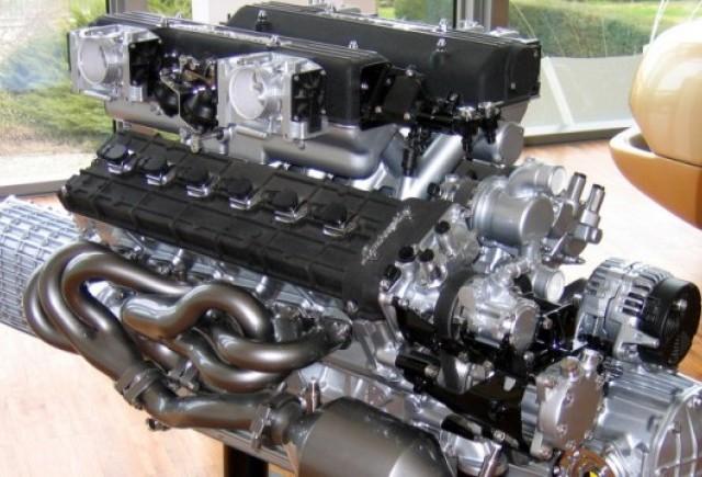 Ferrari si Lamborghini raman la propulsoarele V12