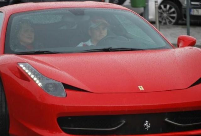 Romanii cumpara anual 25 de masini Ferrari