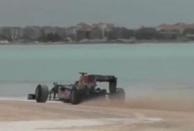 VIDEO: Red Bull aduce Formula 1 pe plaja