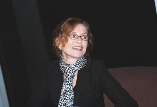 Actrita Isabelle Huppert se va deplasa cu Dacia Duster la Bucuresti