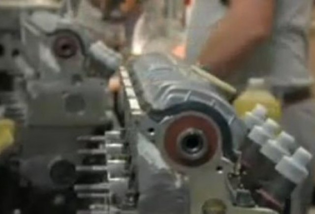 VIDEO: Productia motorului si sasiului Daciei Duster