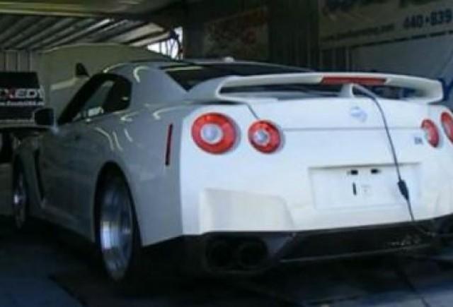 VIDEO: Nissan GT-R cu 900 de cai putere