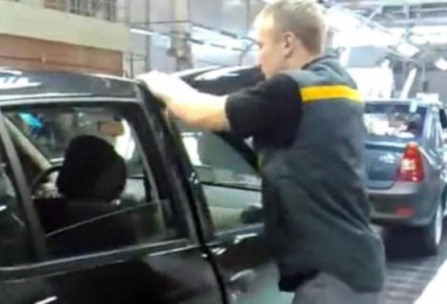 VIDEO: Cum se repara usile pe liniile asamblare Dacia