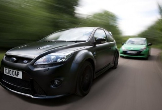 VIDEO: Fod Focus RS500 vs. Renault Clio Cup
