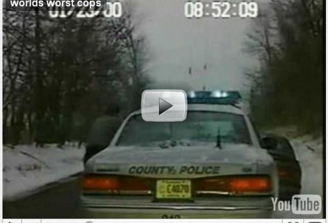 VIDEO: O femeie fura masina politiei!