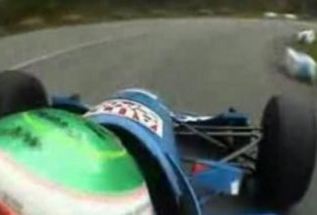 VIDEO: Un monopost alearga pe un drum in catarare