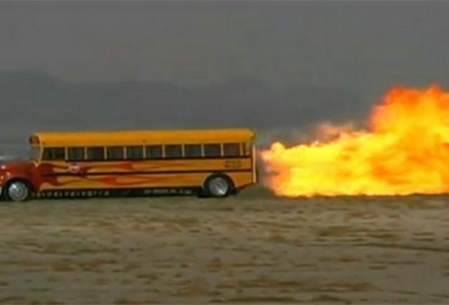 VIDEO: Autobuzul scolii prinde 563 km/h!