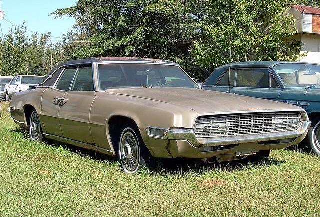 Versiunea din 1968 a modelului Ford Thunderbird