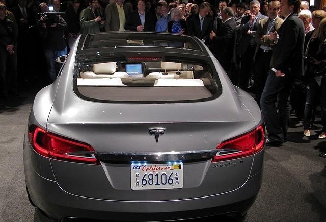 Tesla creaza o masina electrica de agrement