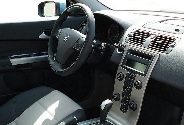 Masinile Volvo pot accelera singure