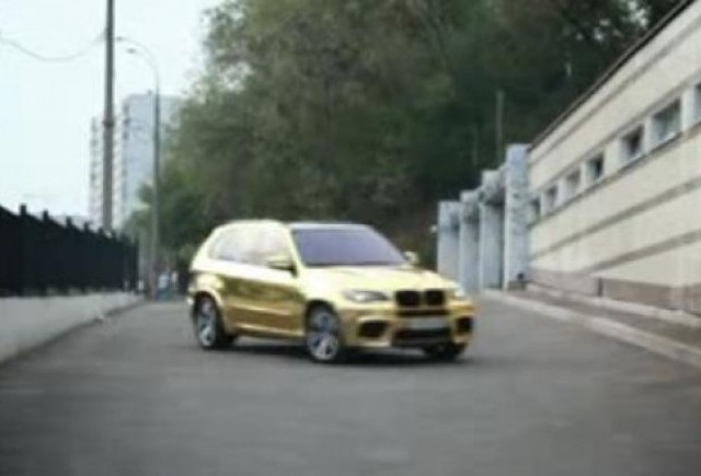 VIDEO: Rusii fac un BMW X5M din aur