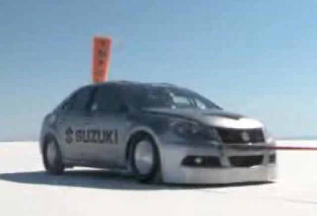 VIDEO: Suzuki Kizashi atinge 320 km/h pe lacul Bonneville