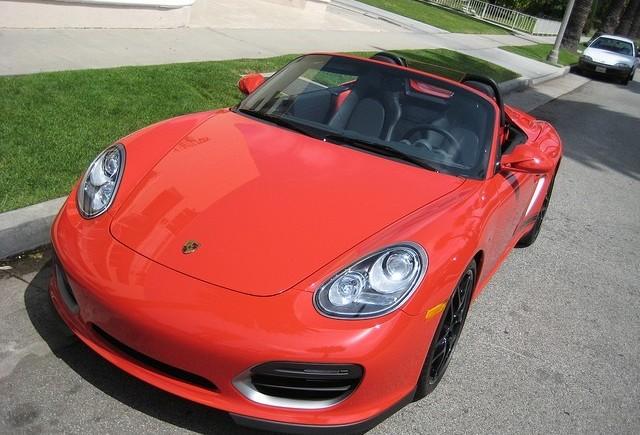 In timpul mersului se pot deschide capotele Porsche-lor