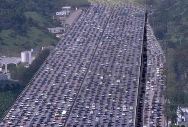 Coloana de masini de 100 km in China
