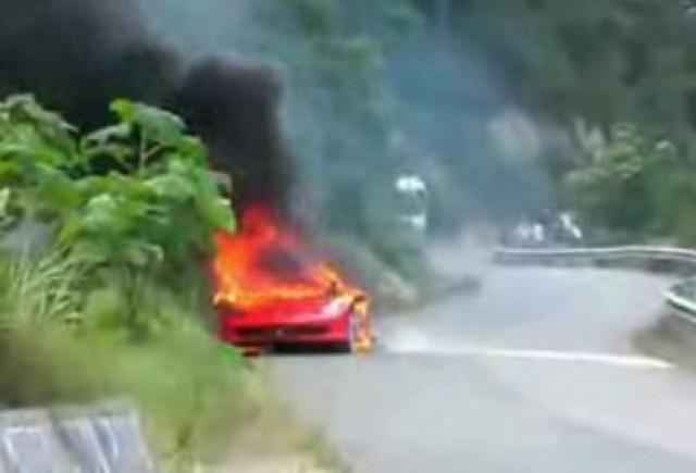 VIDEO: Inca un Ferrari 458 Italia a luat foc