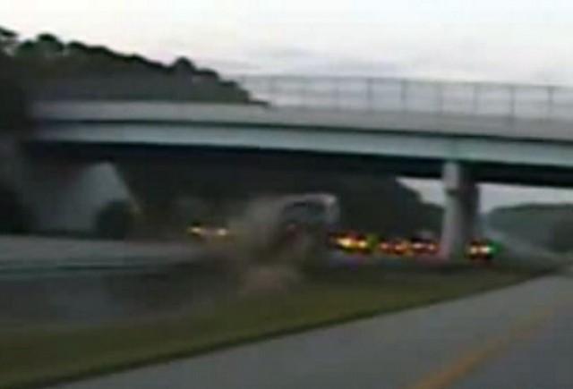 VIDEO: Accident la 160 km/h pe autostrada!