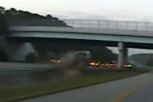 VIDEO: Accident la 160 km/h pe autostrada!