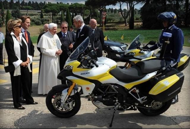 Ducati ofera Papei doua motociclete Multistrada