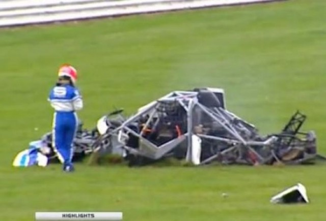 VIDEO: Accident teribil cu un Megane la Silverstone