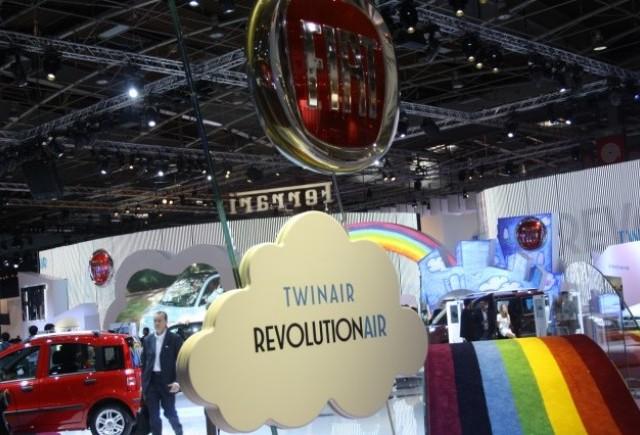 PARIS LIVE: Standul Fiat