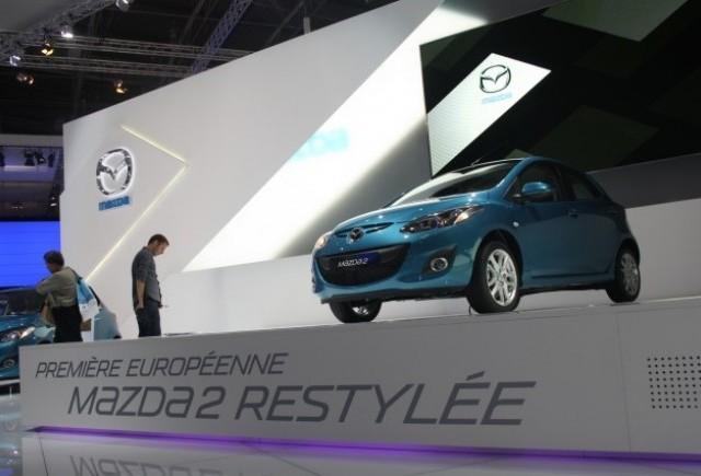 PARIS LIVE: Standul Mazda prezinta noul Mazda2 facelift
