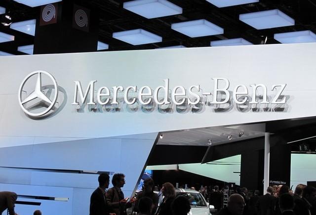 Paris LIVE: Standul Mercedes straluceste cu noul CLS