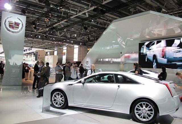 PARIS LIVE: Standul Cadillac