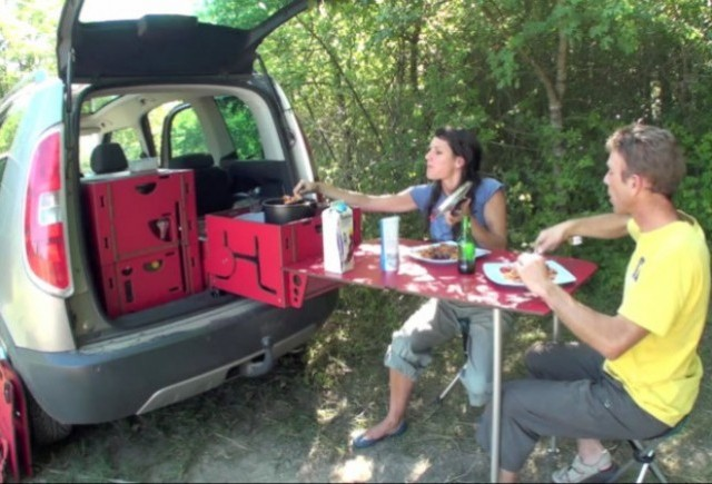 VIDEO: SwissRoomBox iti transforma masina intr-o rulota