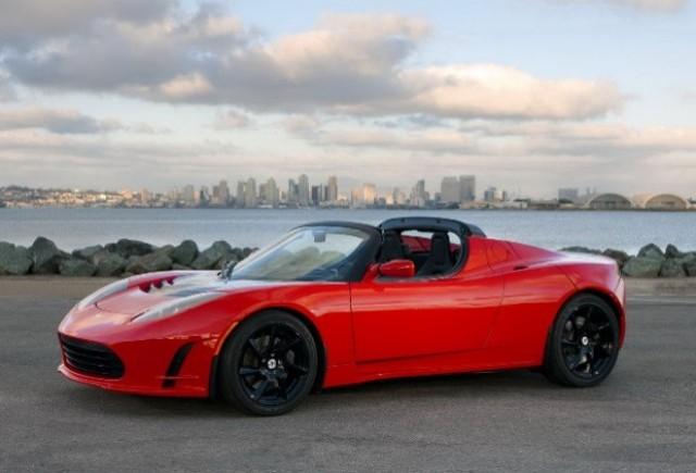Tesla recheama in service 439 de modele Roadster