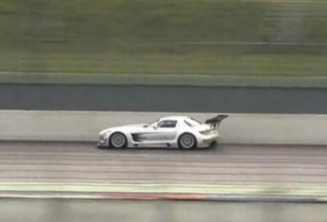VIDEO: Mercedes SLS AMG GT3 se dezlantuie