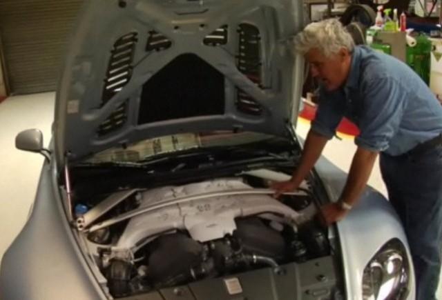VIDEO: Jay Leno prezinta noul Aston Martin V12 Vantage