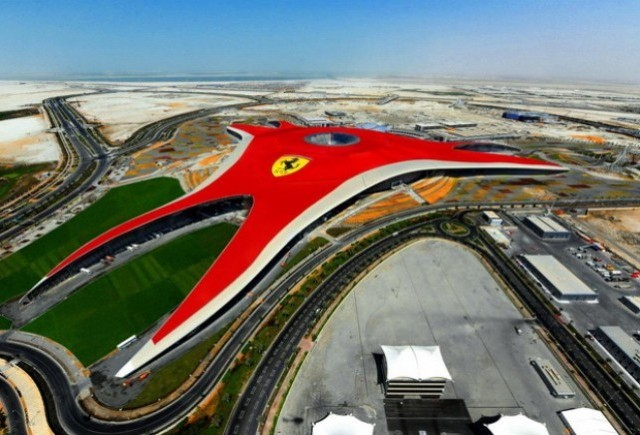 VIDEO: S-a deschis Ferrari World