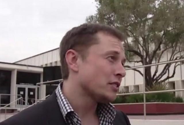 VIDEO: Elon Musk critica subtil tehnologia hibrida