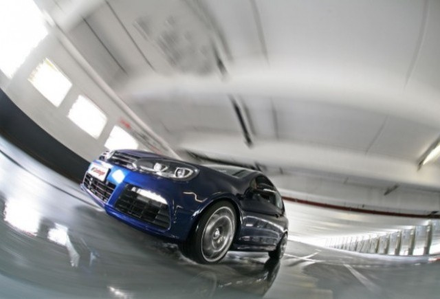 Volkswagen Golf R tunat de MR Car Design