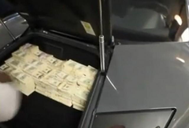 VIDEO: 50 Cent umple un portbagaj cu 2 mil de dolari