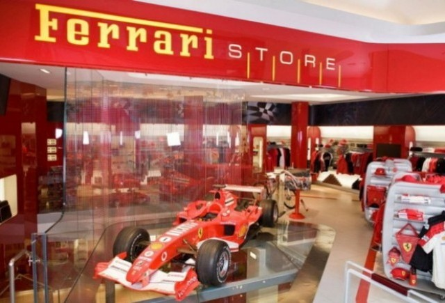Ferrari Store a implinit 1 an!
