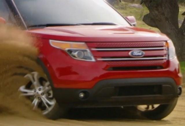 VIDEO: Ford Explorer se dezlantuie pe nisip