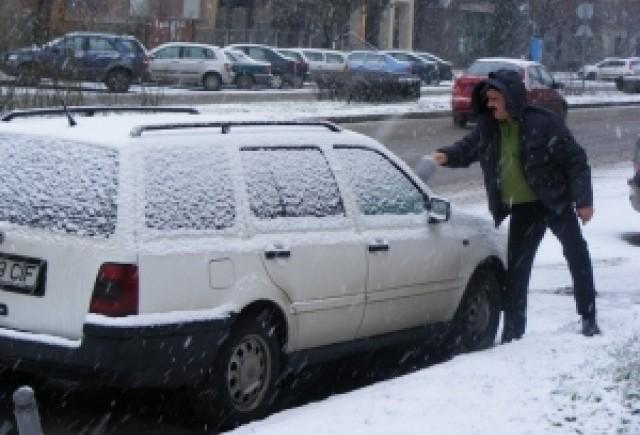 Iarna incearca din plin Romania! Atentie la drum!