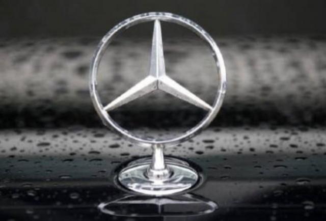 Mercedes pregateste un hatchback de 320 CP