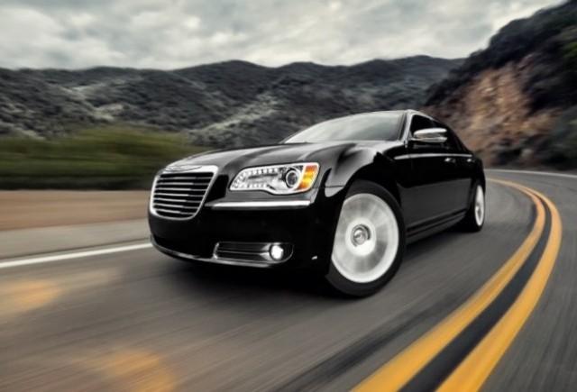 GALERIE FOTO: Noi imagini cu modelul Chrysler 300!