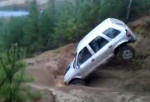 VIDEO: Iata cum NU se coboara o panta abrupta!