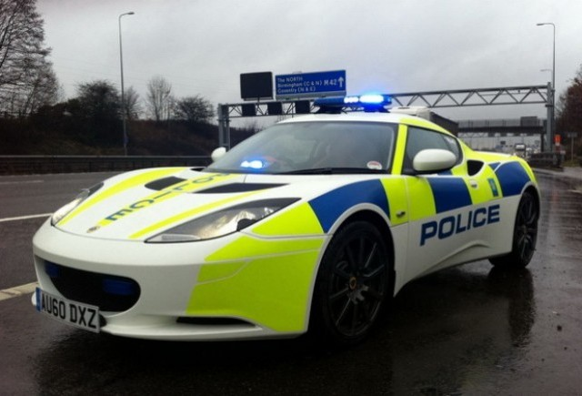 Lotus Evora imbraca uniforma de politie