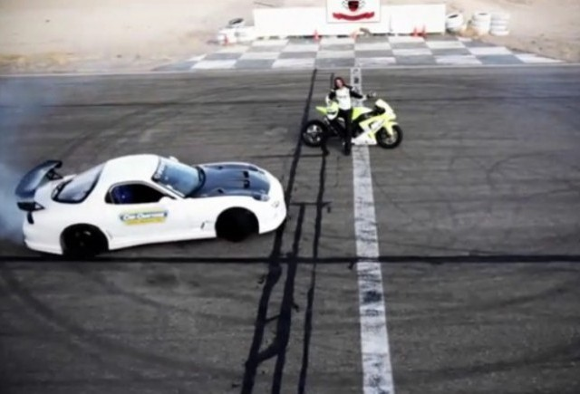 VIDEO: Mazda RX-7 vs Kawasaki ZX10